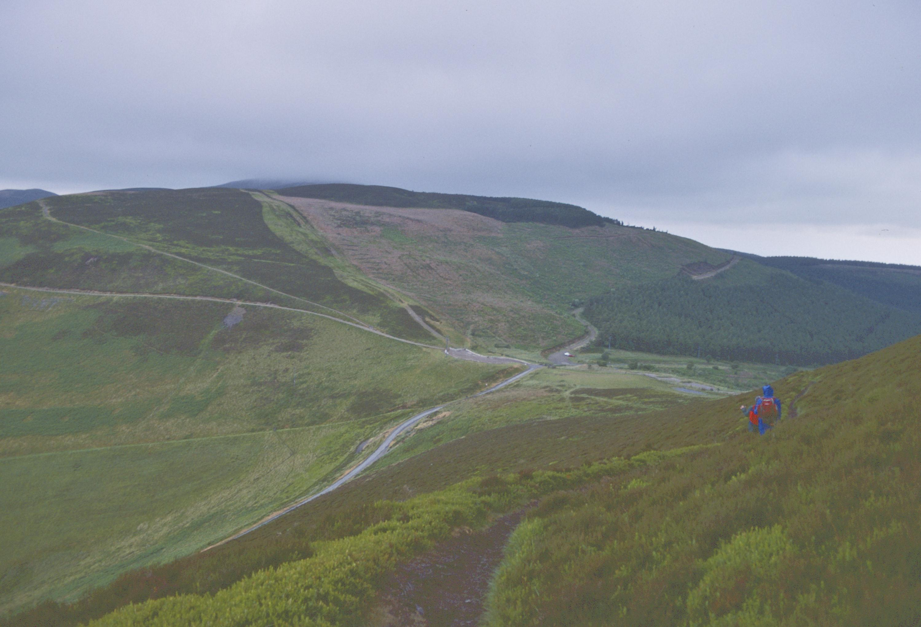 The descent to Bwlch-Pen-Barras